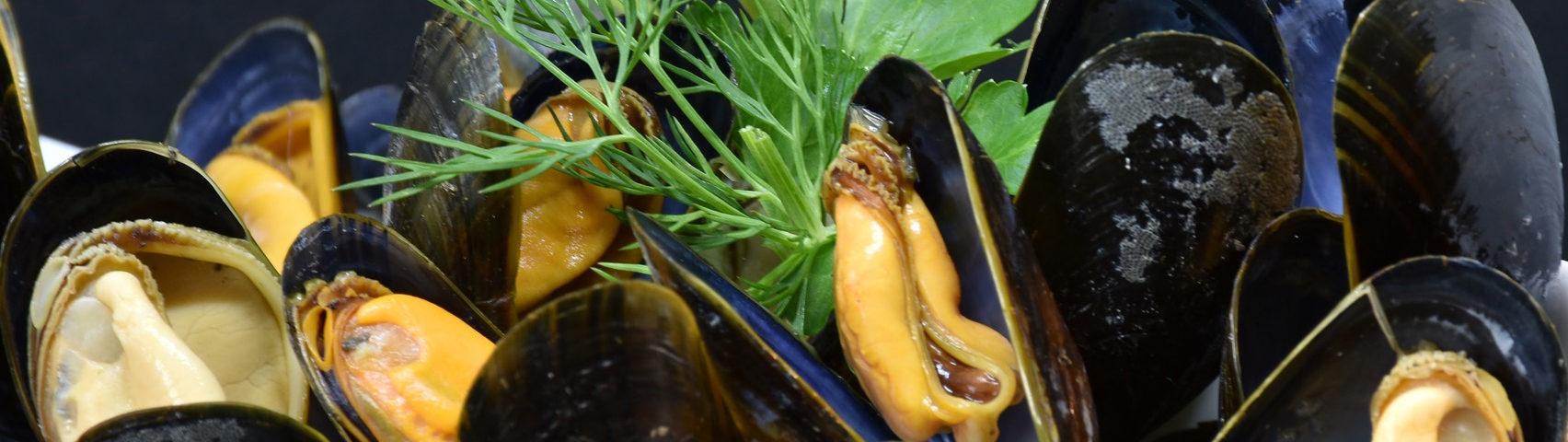 Muschelzeit Saison Tomatensauce Weißweinsauce_ ristorante lucchese ankum